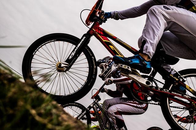 bicycle-riding-1082281_640